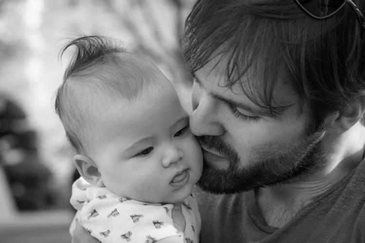 家长注意 三种做法伤宝宝脊柱
